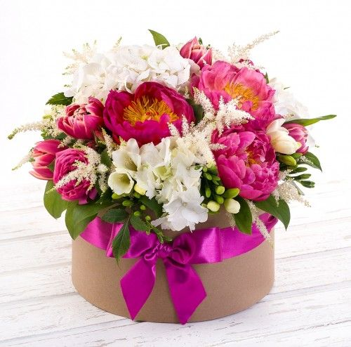 Купить цветы в коробке пенза официальный подарок женщине коллеге
